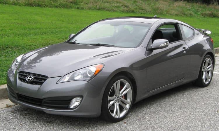 1200px 2010 Hyundai Genesis Coupe 3 08 28 2009 10 autos deportivos asequibles que aprovechan al máximo su inversión