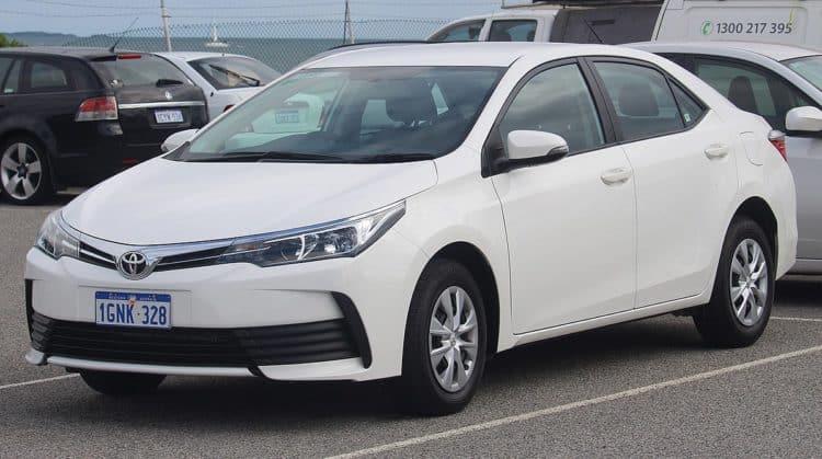 1200px 2018 Toyota Corolla ZRE172R Ascent sedan 2018 08 27 Los cinco mejores autos asequibles para estudiantes universitarios