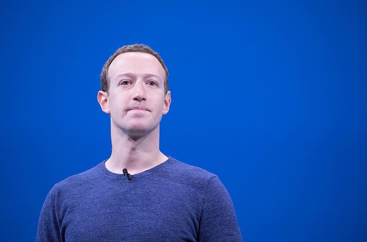 1200px Mark Zuckerberg F8 2018 Keynote 41793468502 20 hechos sobre el negocio de Facebook que dan miedo