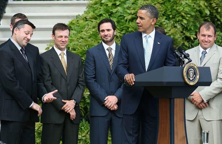 Obama da la bienvenida a Tony Stewart y a los pilotos de NASCAR a la Casa Blanca