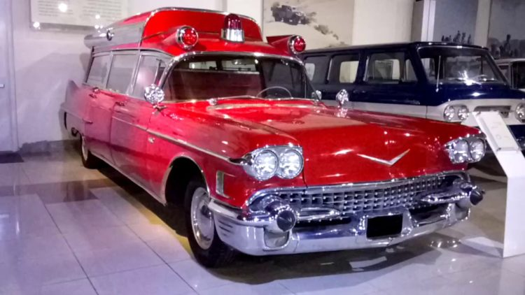 1958 ambulancia Cadillac