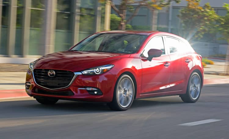 2017 mazda 3 debuts with sharper looks news car and driver photo 670151 s original Los cinco mejores autos asequibles para estudiantes universitarios