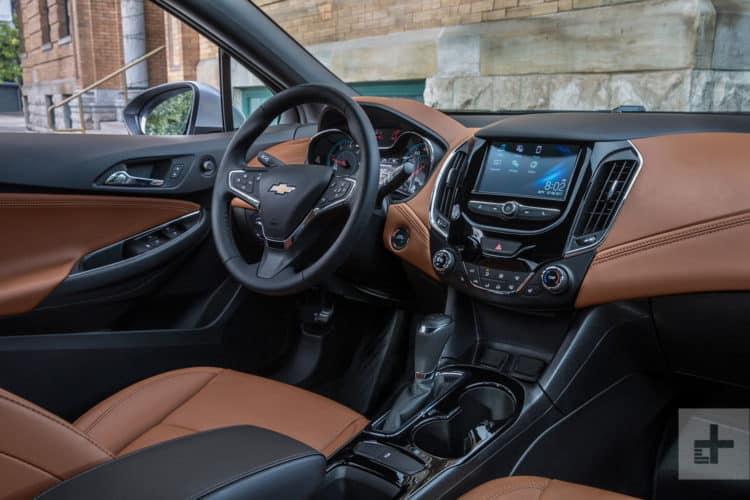 Chevrolet Cruz 2018 informe de prueba 14v2 1500x1000 Top 20 autos compactos 2018