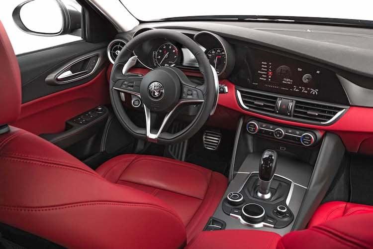 Interior 1 del Alpha Romeo Giulia 2020