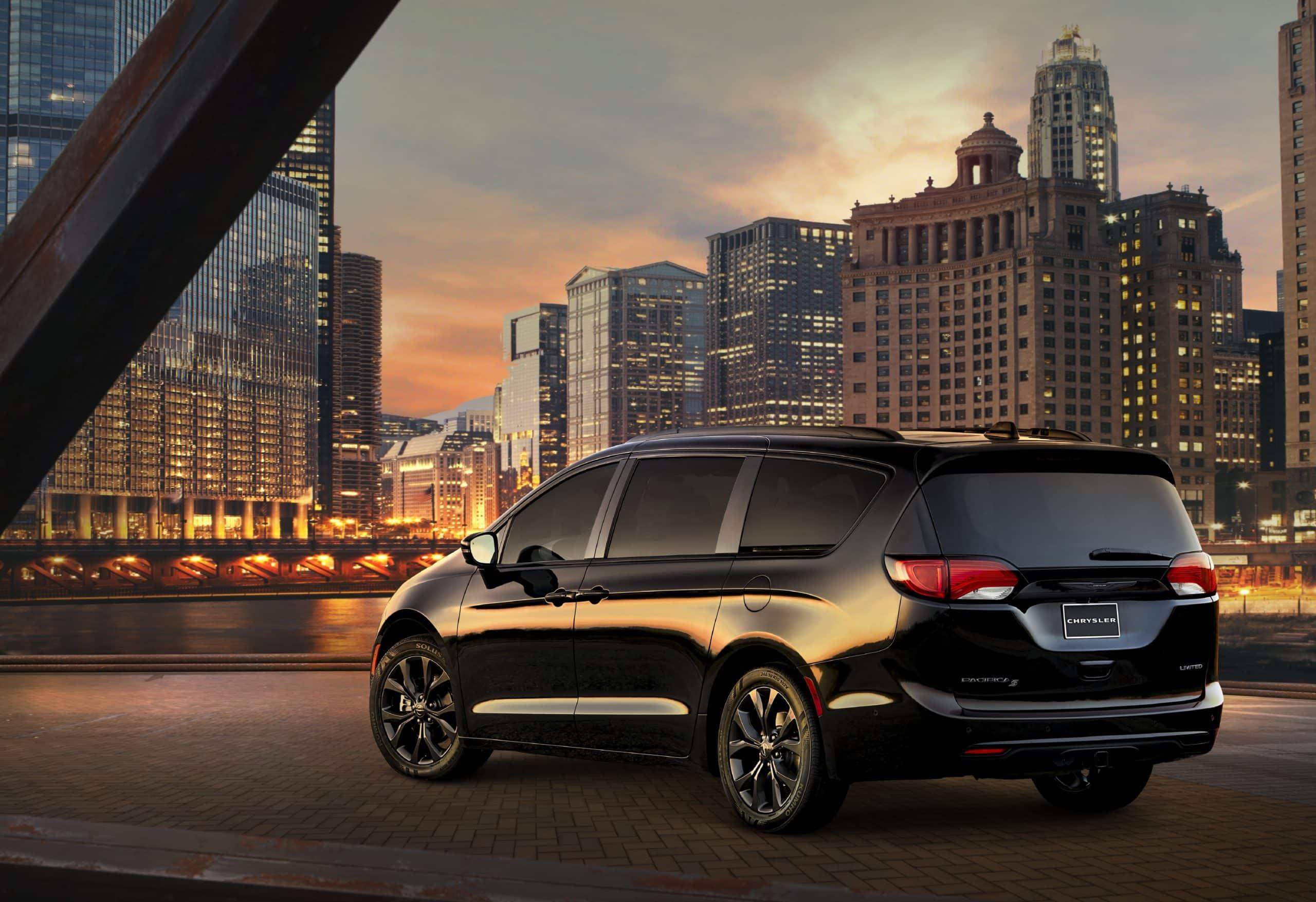 2020 Chrysler Pacifica Hybrid scaled Los 20 mejores autos híbridos enchufables asequibles para 2020