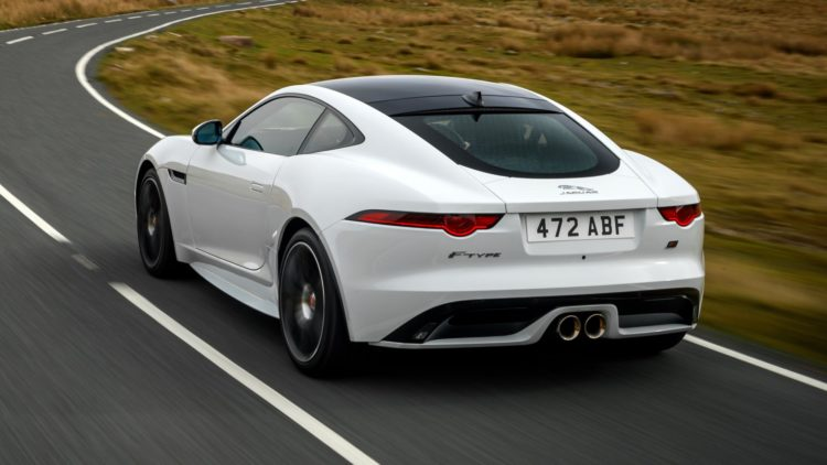 2020 Jaguar F-Type R espalda