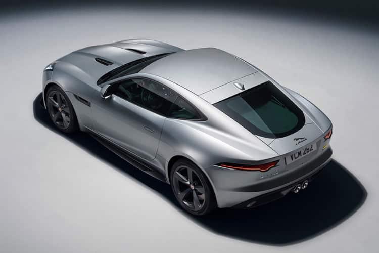 Lado del Jaguar F-Type R 2020