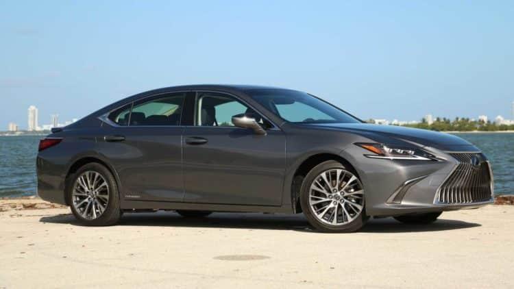 Lexus ES 300H 2020: 43 en ciudad / 44 en carretera