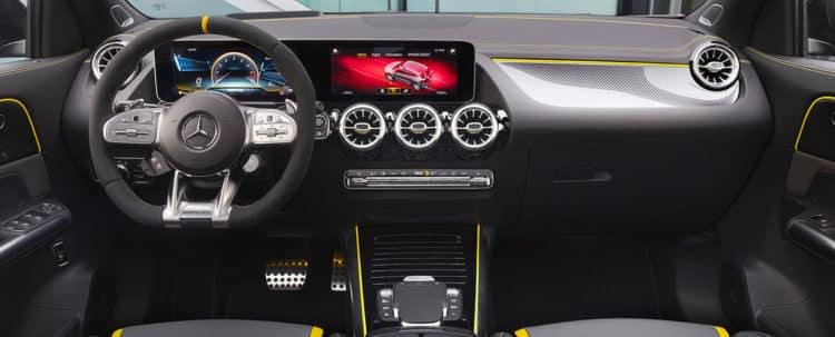 2021 AMG GLA45 SUV TIM 1 DR Una mirada más cercana al Mercedes-AMG GLA45 2021