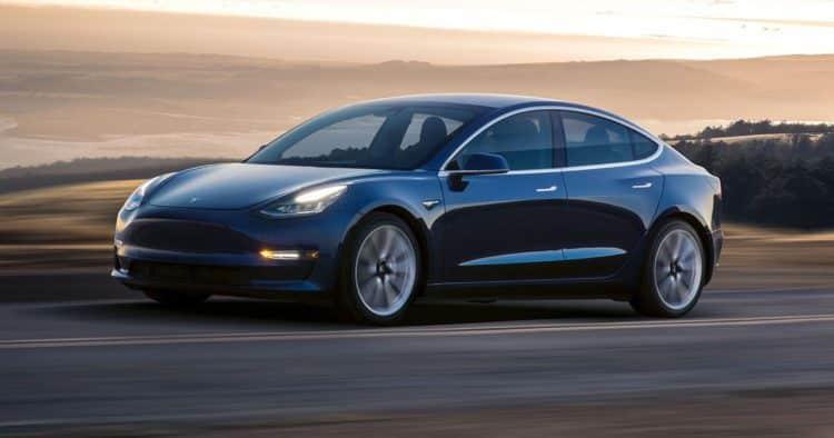 247WallSt.com 247WS 498829 tesla model 3 car 20 coches eléctricos que no podemos esperar a ver en 2020