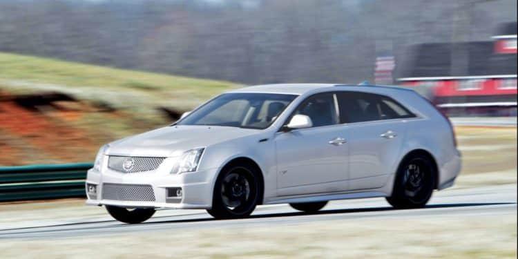 Cadillac CTS-V station wagon - año modelo 2011