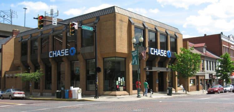 Chase Bank Athens OH USA scaled e1596794346541 Descripción general de la tarjeta de crédito comercial Ink Cash de Chase