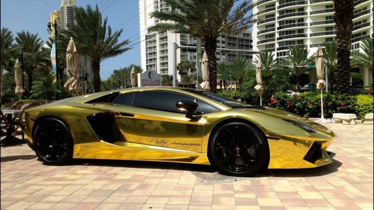 Lamborghini dorado 3