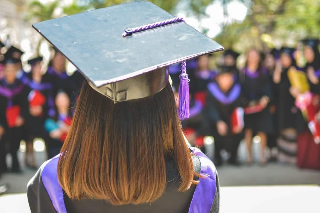 Graduation Los cinco mejores autos asequibles para estudiantes universitarios