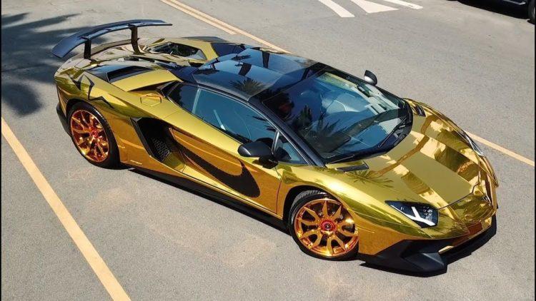 Lamborghini Aventador dorado