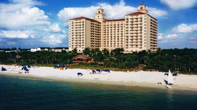 Ritz Carlton beach 10 beneficios de tener una tarjeta de crédito Ritz Carlton