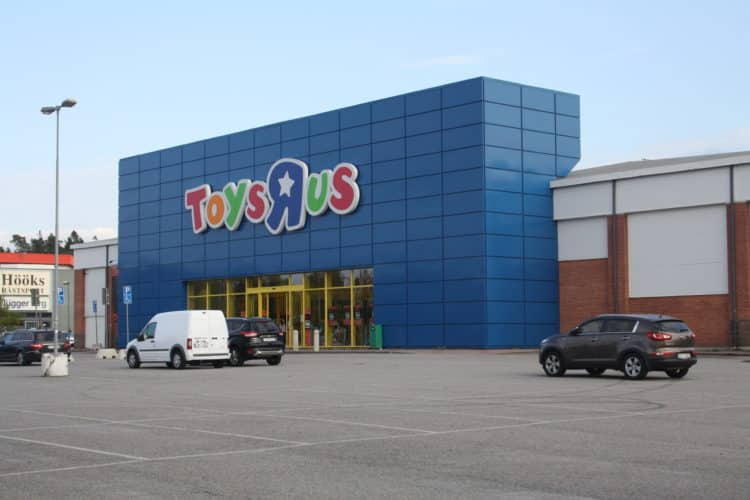 Toys R US Kungens Kurva september 2016 scaled e1578574955834 Esto es lo que le sucede a la tarjeta de crédito de su tienda cuando la tienda cierra