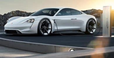 porsche mission e charging e1533132229327 Los 10 mejores coches eléctricos que saldrán en 2019   Mejores vehículos eléctricos