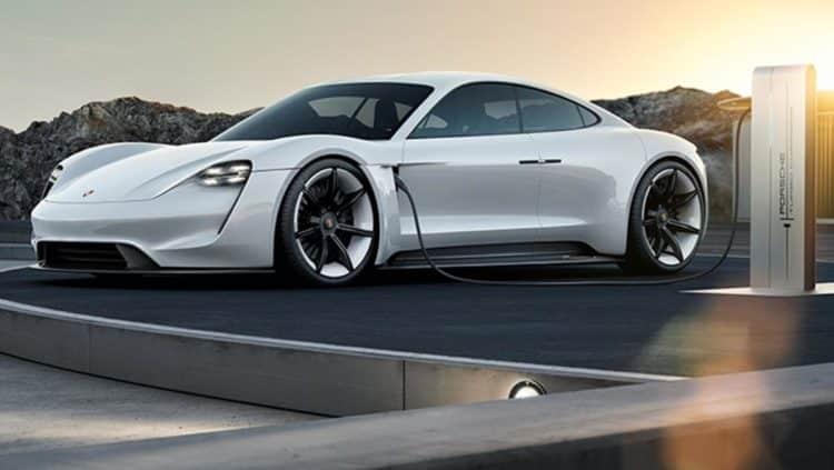 porsche mission e charging e1533132229327 Los 10 mejores coches eléctricos que saldrán en 2019 | Mejores vehículos eléctricos