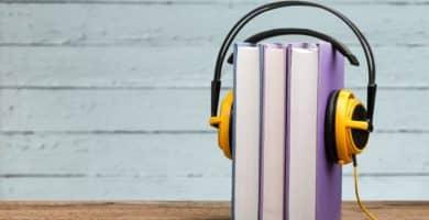 shutterstock 1050667685 scaled e1582802359556 Los 10 libros audibles más caros del mundo