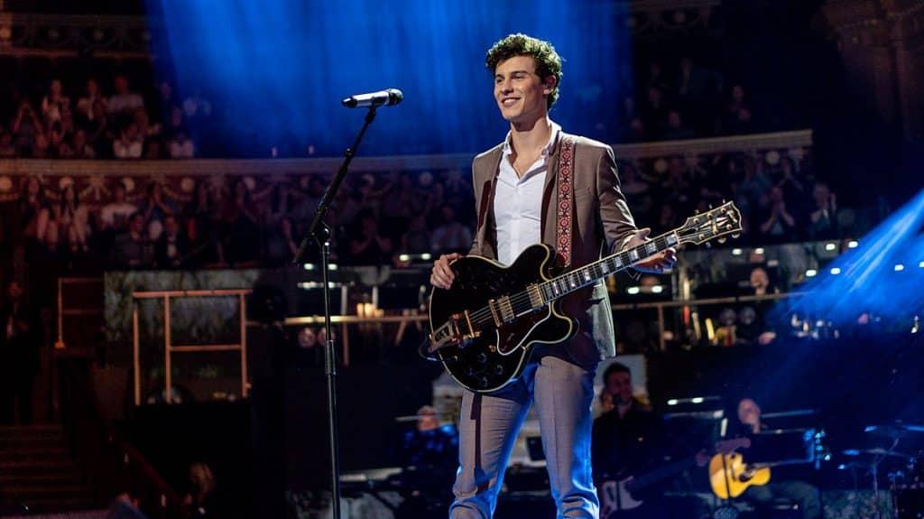 1200px Shawn Mendes at The Queens Birthday Party El patrimonio neto de Shawn Mendes es de $ 12 millones (actualizado para 2020)