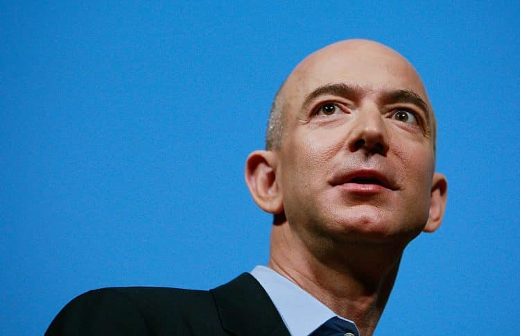 Amazon's Jeff Bezos Introduces Kindle 2 at New York Press Conference