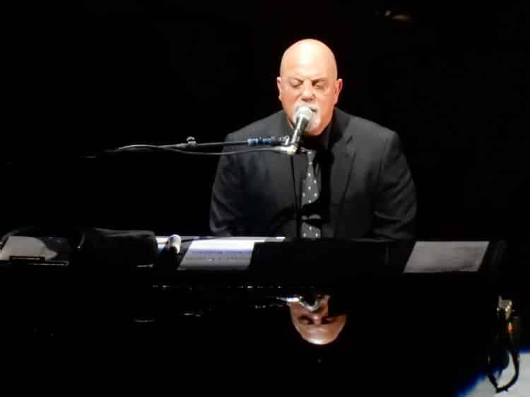 BillyJoel2016MSG e1581870181175 El patrimonio neto de Billy Joel es de $ 180 millones (actualizado para 2020)
