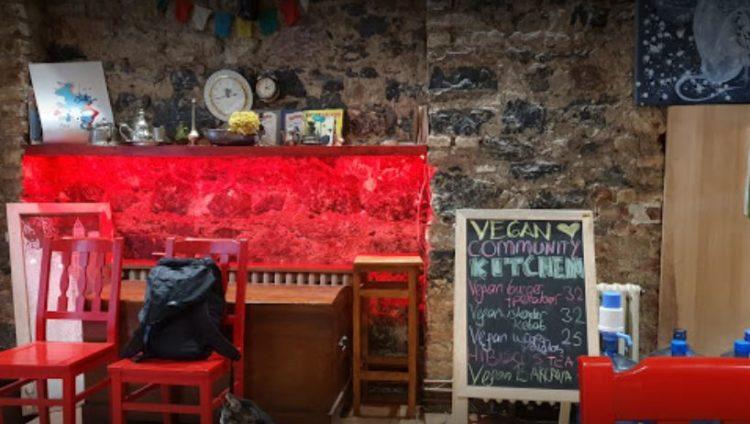 Restaurante de cocina comunitaria vegana