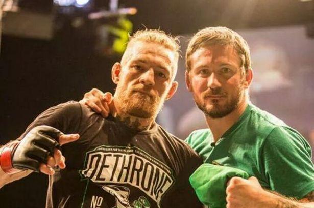 Conor McGregor and trainer Los 20 luchadores de MMA más ricos de todos los tiempos (actualizado para 2020)