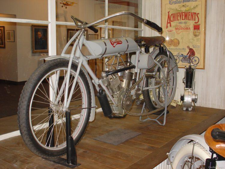 Curtiss V8