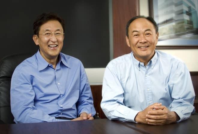 David Sun and John Tu Los multimillonarios que ganan dinero cada vez que compra un teléfono