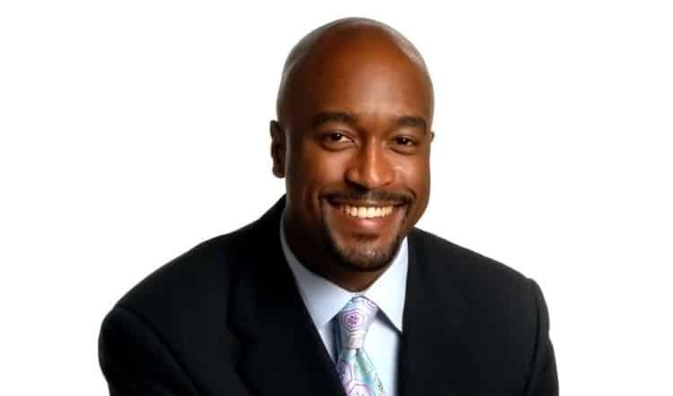 Dr.  Marcus Crawford Los 20 cirujanos plásticos más ricos del mundo