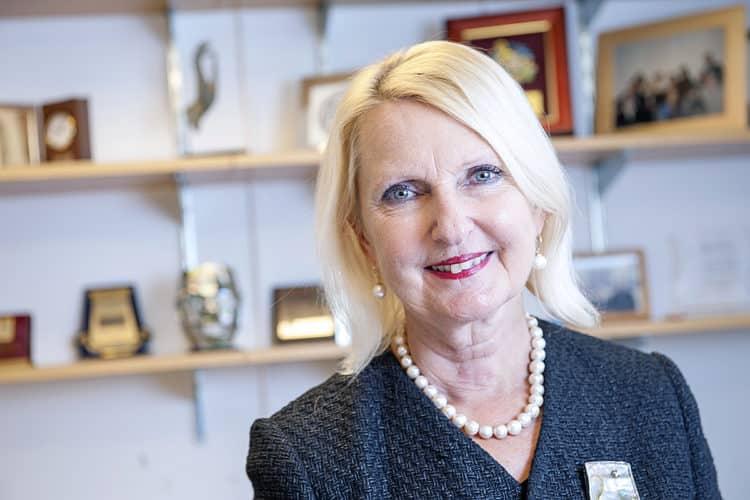 Dr. Maria Siemionow Los 20 cirujanos plásticos más ricos del mundo: los 20 mejores cirujanos plásticos: de donde son los mejores cirujanos plasticos del mundo.