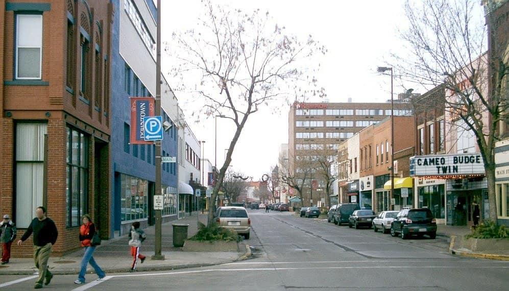 Eau Claire Barstow street looking north 2005 Cinco estafas de dinero a tener en cuenta en Craigslist Eau Claire