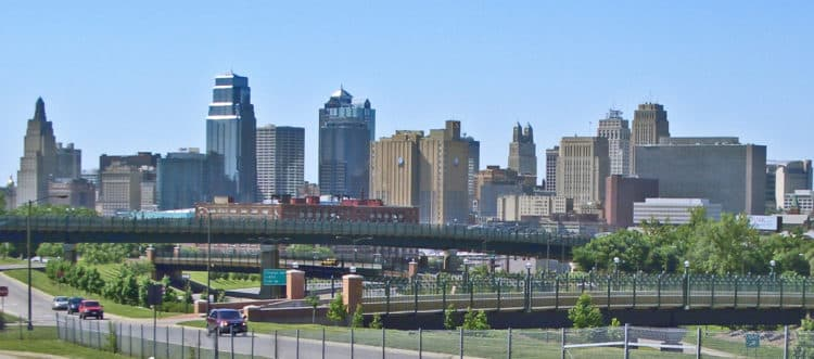 Kansas City MO Skyline 14July2008v e1579172027299 10 cosas que hacer en Kansas City para quienes visitan por primera vez