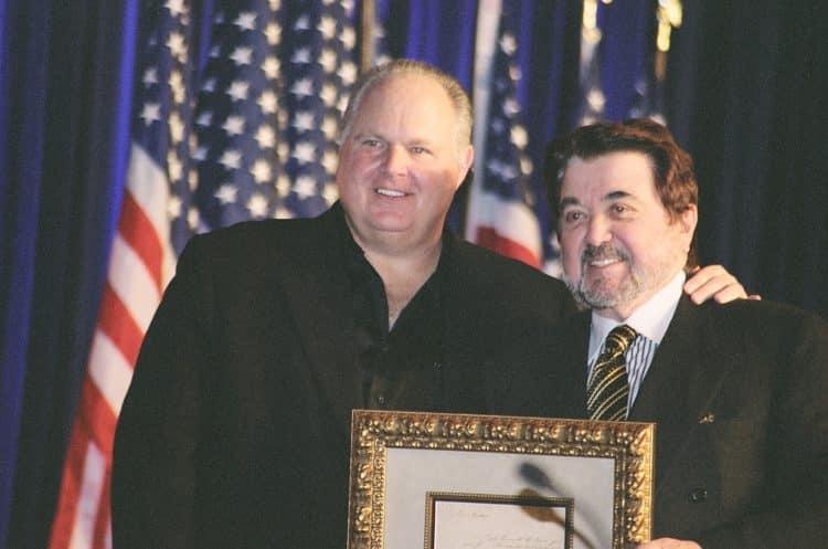 Limbaugh Award e1580502247984 El patrimonio neto de Rush Limbaugh es de $ 590 millones (actualizado para 2020)