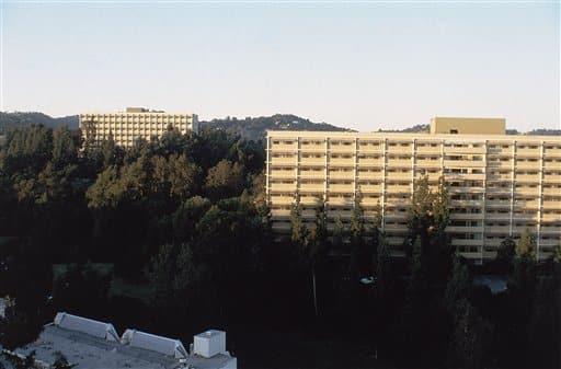 Una vista de Dykstra Hall en 1983, una sección del campus de la Universidad de California (UCLA) que será parte de la Villa de los Atletas para los Juegos Olímpicos de Los Ángeles en 1984. (Foto AP)