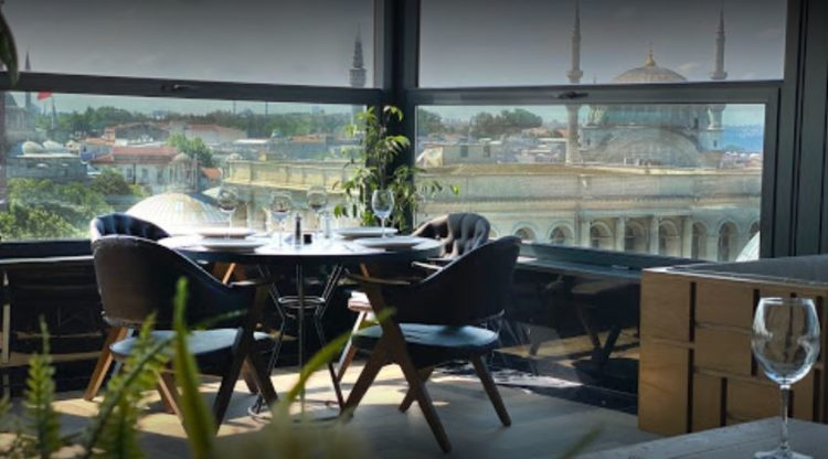 Loti Café & Roof Lounge