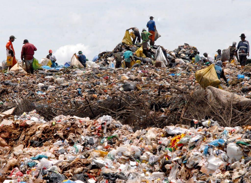 Plastic Trash Sujete ese plástico porque puede producir combustible diesel