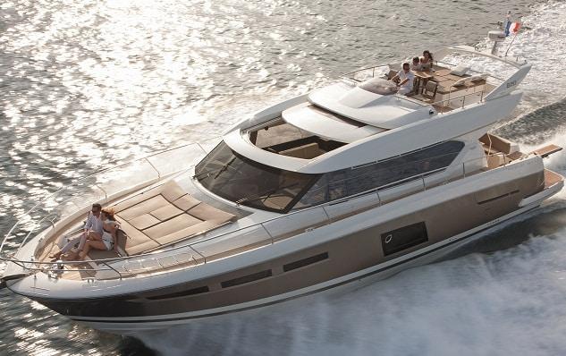 Prestige 620 5 de los mejores yates de crucero exprés en el mercado hoy