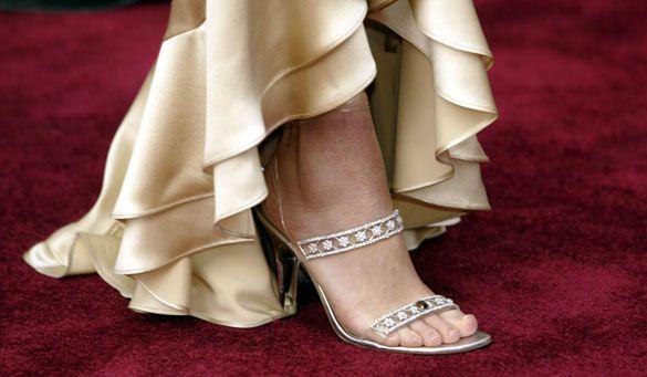 Stuart Weitzman Cinderella Slippers Una mirada más cercana a las pantuflas de Cenicienta de Stuart Weitzman de $ 2 millones