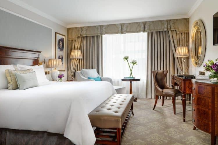 The Shelbourne Dublin A Renaissance Hotel e1530889111602 Los cinco mejores hoteles de 5 estrellas en Dublín, Irlanda
