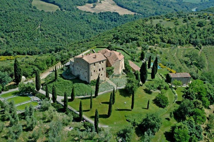 castello di vicarello 2048x1361 Los cinco mejores albergues de vino de lujo en Italia