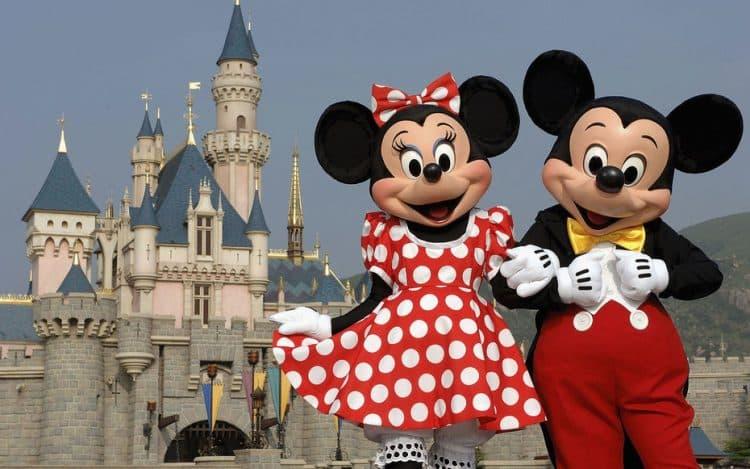 Mickey y Minnie Mouse dan la bienvenida a todos a Hong Kong Disneyland Resort