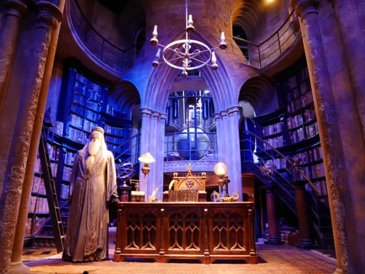 shutterstock 1012549435 e1593187906136 Las 20 mejores citas de Dumbledore que se aplican a los negocios