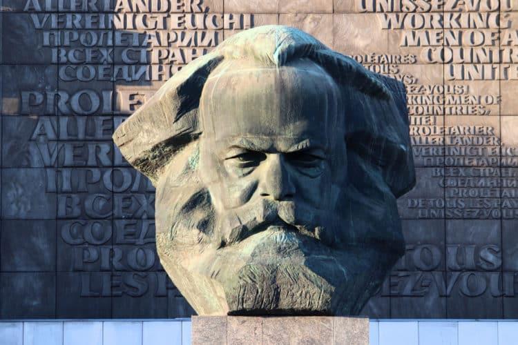 shutterstock 1151409116 e1593346947112 Las 20 mejores citas de Karl Marx que se aplican a los negocios