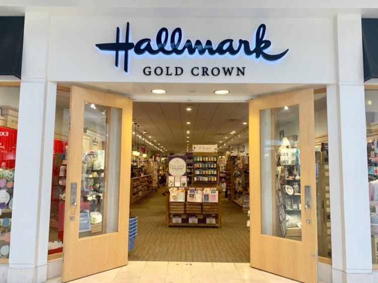 shutterstock 1437508964 e1606998033648 La historia detrás del logotipo Hallmark