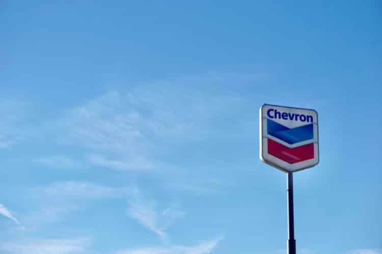 shutterstock 1457430677 e1602525741312 La historia y la historia detrás del logotipo de Chevron
