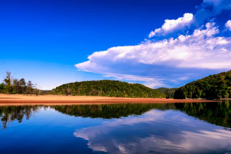 shutterstock 1531019798 e1601551873341 Las mejores playas y lagos cerca de Knoxville, TN
