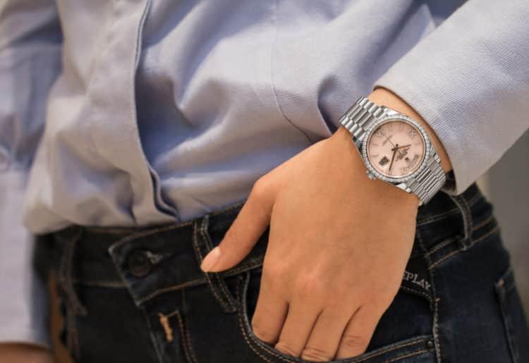 shutterstock 1731311485 e1600255496848 Los cinco mejores relojes Breitling de diamantes que el dinero puede comprar